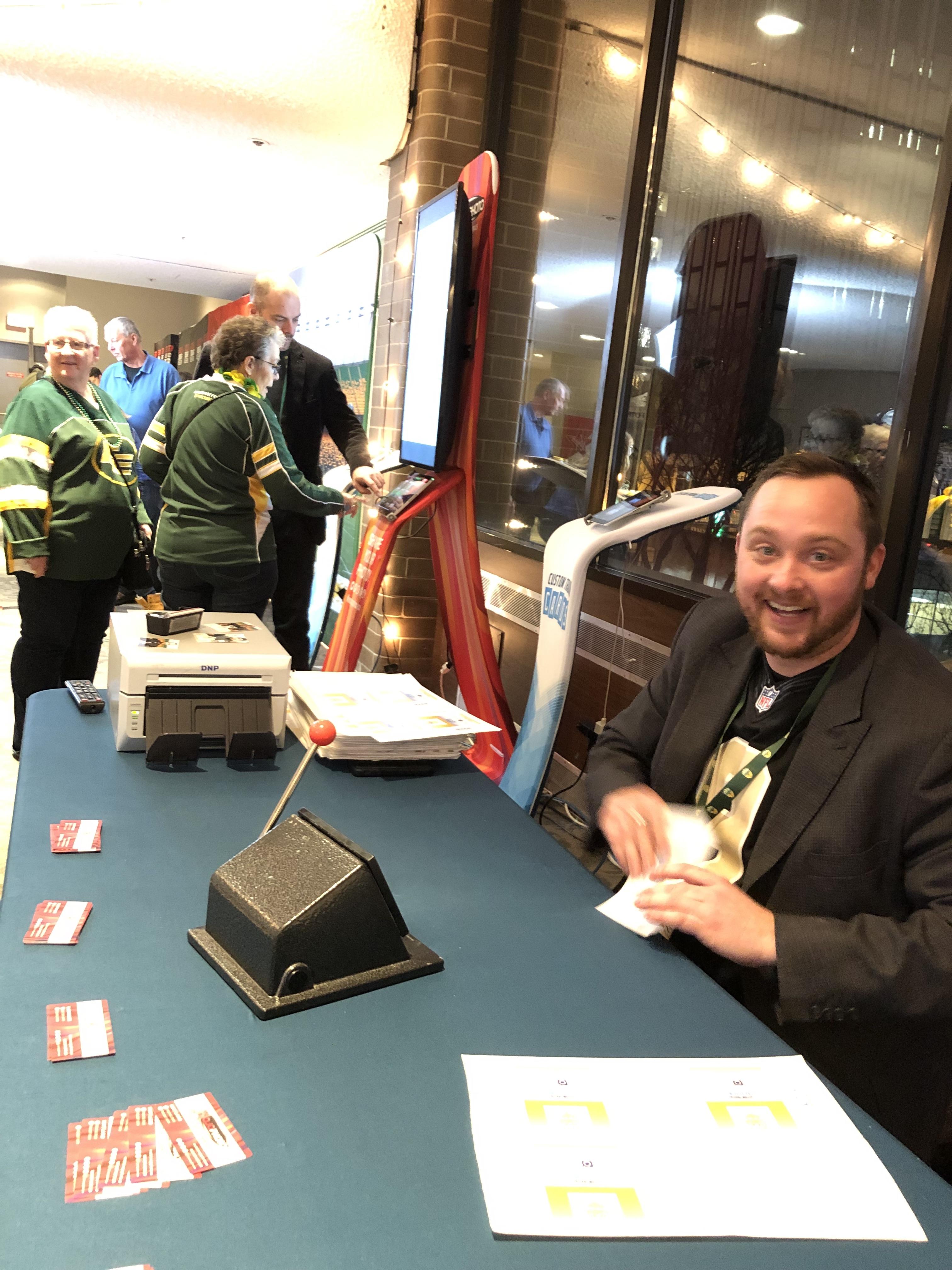 181122 Spirit of Edmonton Mojo Photo Desk